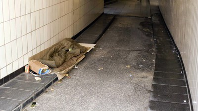 In Köln haben Unbekannte einen Obdachlosen ermordet und angezündet
