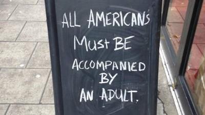 Baruri și cafenele din jurul lumii fac mișto de americani după alegeri