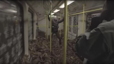 Bekennervideo: Streetart-Crew schüttet Laub in Berliner U-Bahn