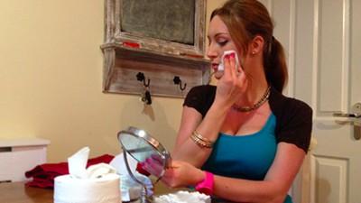 Even bijpraten met Tracy Kiss, de vlogger die het huidverzorgende spermamasker introduceerde