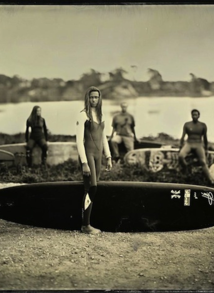 Joni Sternbach fotografa i surfisti di tutto il mondo