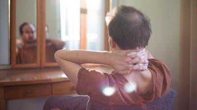 Berliner Kerle zeigen ihren Haarausfall und sprechen darüber