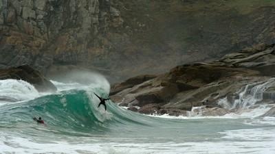 Ciel gris et eau froide :<br>15 ans avec les surfeurs de Bretagne