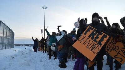 Copiii imigranților din Canada sunt tratați ca niște deținuți