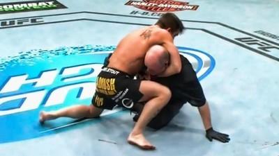 Grandes momentos de juízes apanhando de lutadores