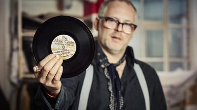 El hijo de Malcolm McLaren y Vivienne Westwood acaba de empezar a quemar su colección de punk