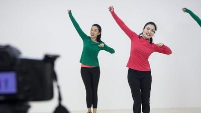 Bunicuțele din China își dau întâlniri la dans pe Internet