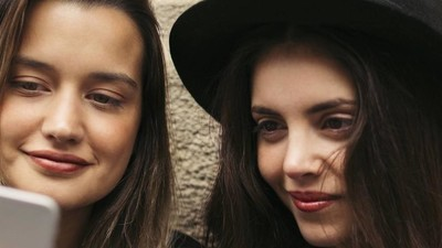 Laut einer Studie können Jugendliche Werbung und Nachrichten nicht unterscheiden