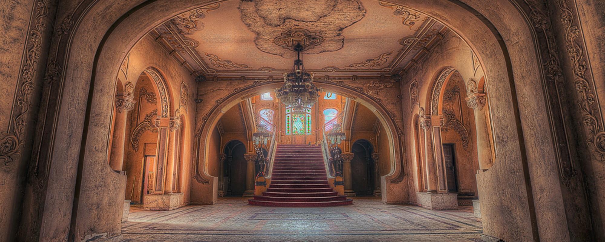 Cazinoul ruinat din Constanța îți arată cum luxul românesc se dizolvă-n nepăsare