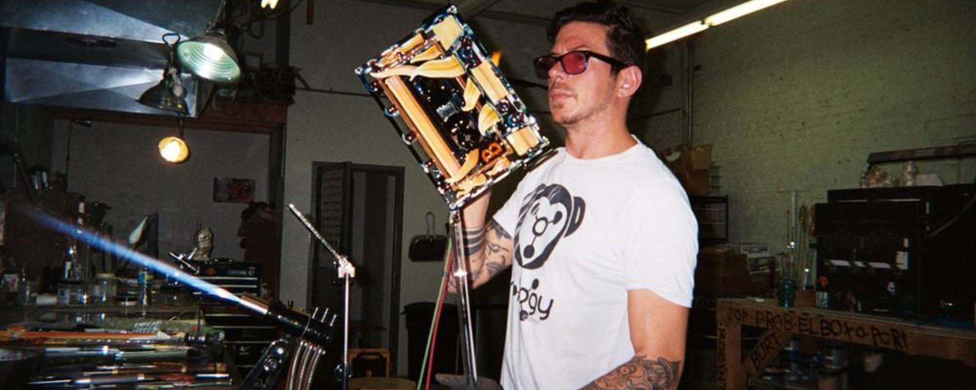 Dentro del estudio de un artista que hace lujosas pipas de vidrio
