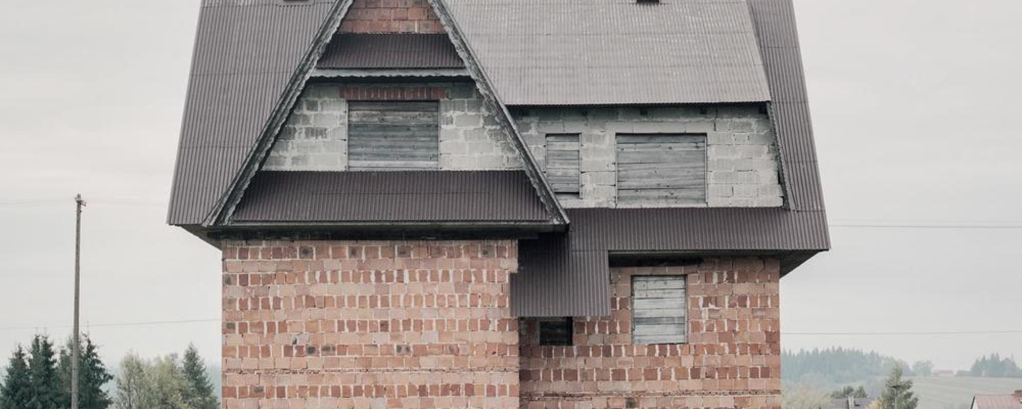 De onafgemaakte droomhuizen van Polen die vertrokken naar Amerika
