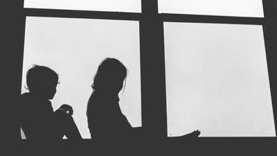 De ce nu se vorbește deloc despre abuzurile și violurile dintre frați