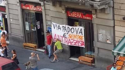 """Storia del Ligera, l'ultimo bar di quartiere del """"ghetto creativo"""" di via Padova"""