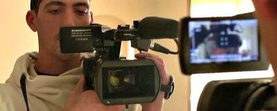 O Σκηνοθέτης που Γύρισε το «Αληθινό Trainspotting» με Βάση τα Νιάτα του