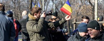 Fotografii cu gunoaiele tricolore lăsate de români în urma paradei de 1 Decembrie