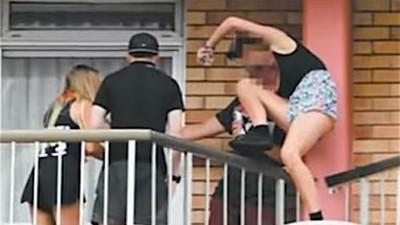 Esto es lo que se siente al caer desde un balcón