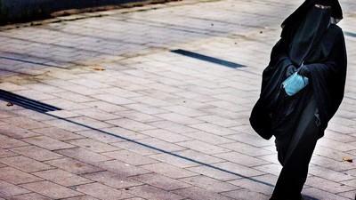 Las mujeres tendrán que dejar de usar burkas en Holanda