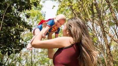 'No necesito a un hombre para ser madre': así viven madres solteras por elección