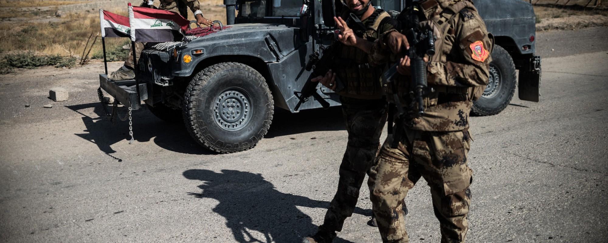 Fotografiile astea cu soldați tineri îți arată că poți zâmbi chiar și-n cele mai sinistre momente