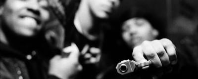 Waffen, Drogen und Pitbulls: Das harte Gang-Leben im Brooklyn nach der Jahrtausendwende