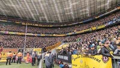 Wenn 20.000 hüpfen: Die schönsten Bilder der Dynamo-Invasion in der Allianz Arena