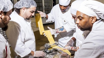 A Chicago Chef Is Rehabilitating Inmates One Pizza at a Time