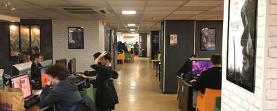 Une nuit dans l'un des derniers cybercafés de Paris ouverts 24H/24