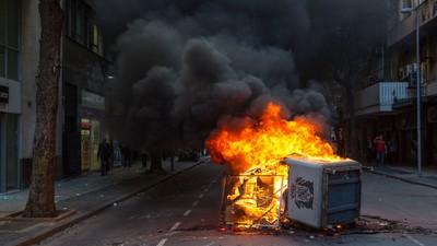 """Votação da """"PEC da Maldade"""" transforma centro do Rio em cenário de guerra"""