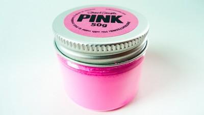 La storia del rosa più rosa che c'è e dell'unico artista che non lo può comprare