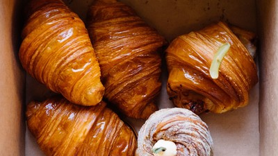 Lune Croissanterie Share the Right Way To Eat Croissants
