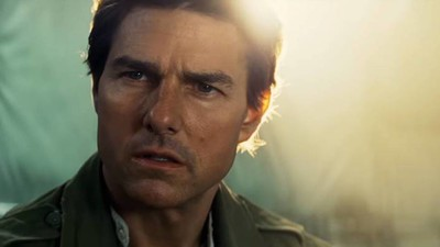 Watch a Basically Mummified Tom Cruise Fight a Mummy in the New Trailer for 'The Mummy'