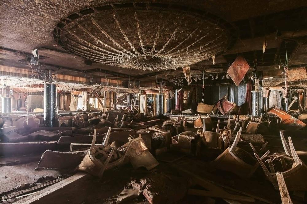 Ship to Wreck: Grim, Beautiful Photos of the Costa Concordia - VICE