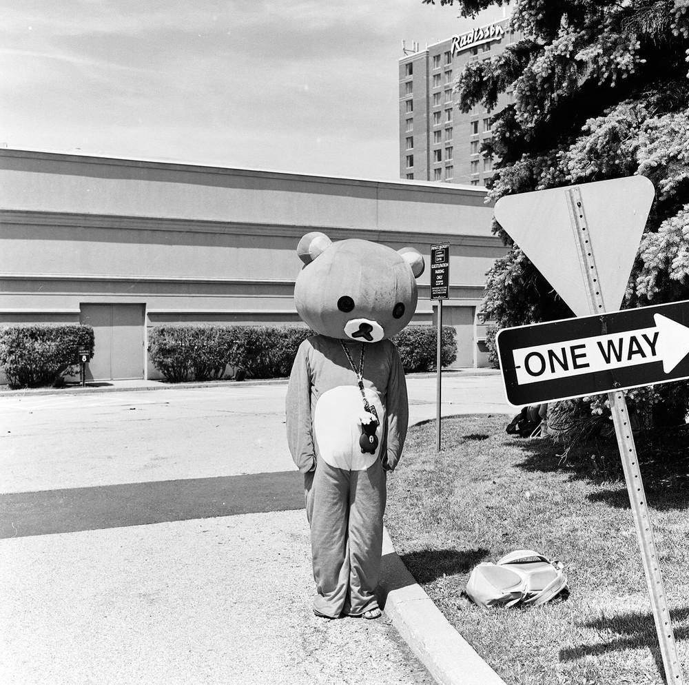 retratos em preto e branco da maior convenção de anime do canadá vice