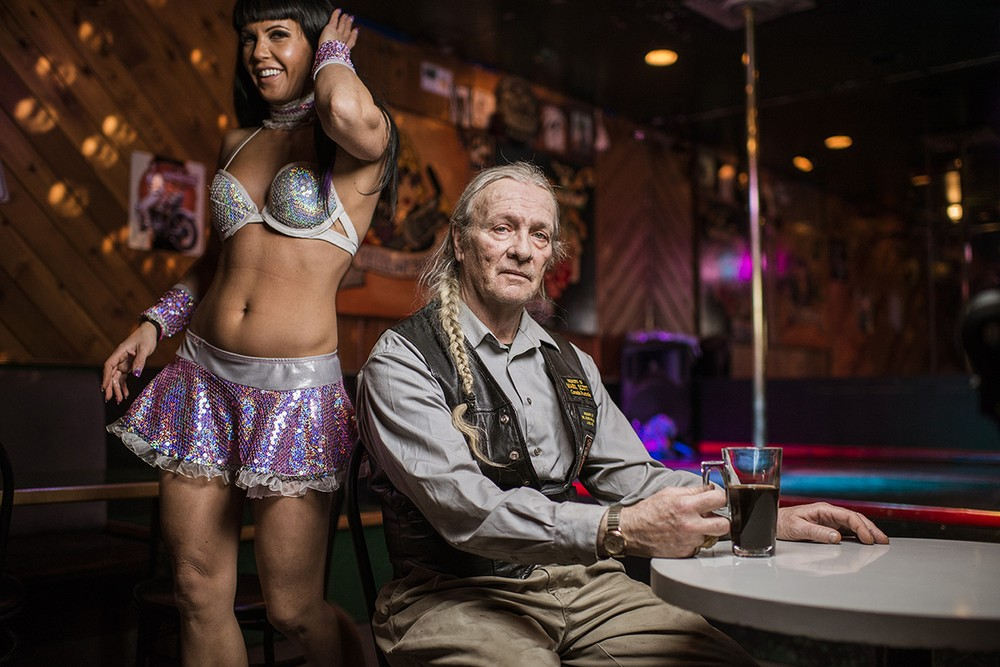 https://vice-images.vice.com/images/content-images/2015/07/02/inside-canadas-most-northern-strip-club-body-image-1435864658.jpg?resize=1000:*&output-quality=75
