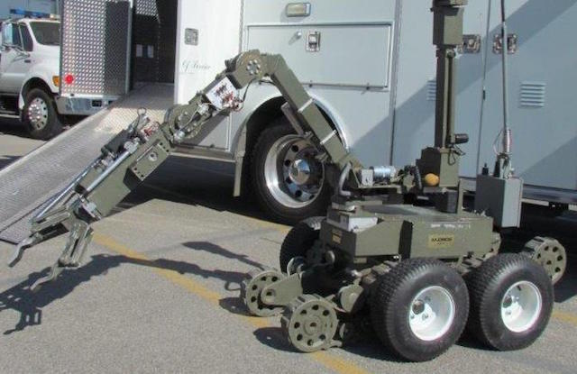Robot Helps Sheriff's Deputies Snatch Gun From Armed Suspect