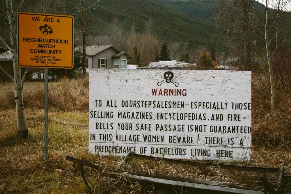 Papan peringatan