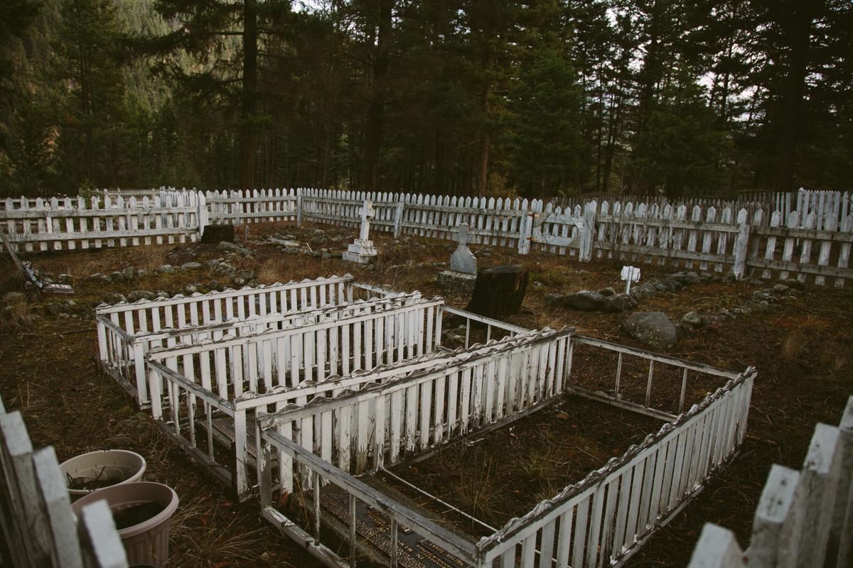 Beberapa jasad penambang Tiongkok digali dari Kuburan Coalmont, British Columbia.