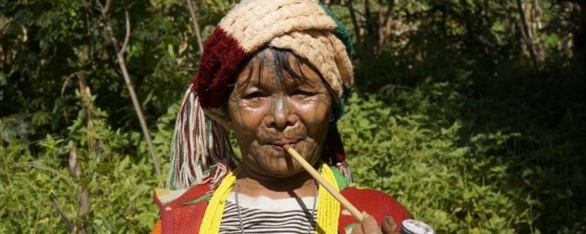 Die tätowierten Frauen von Myanmar