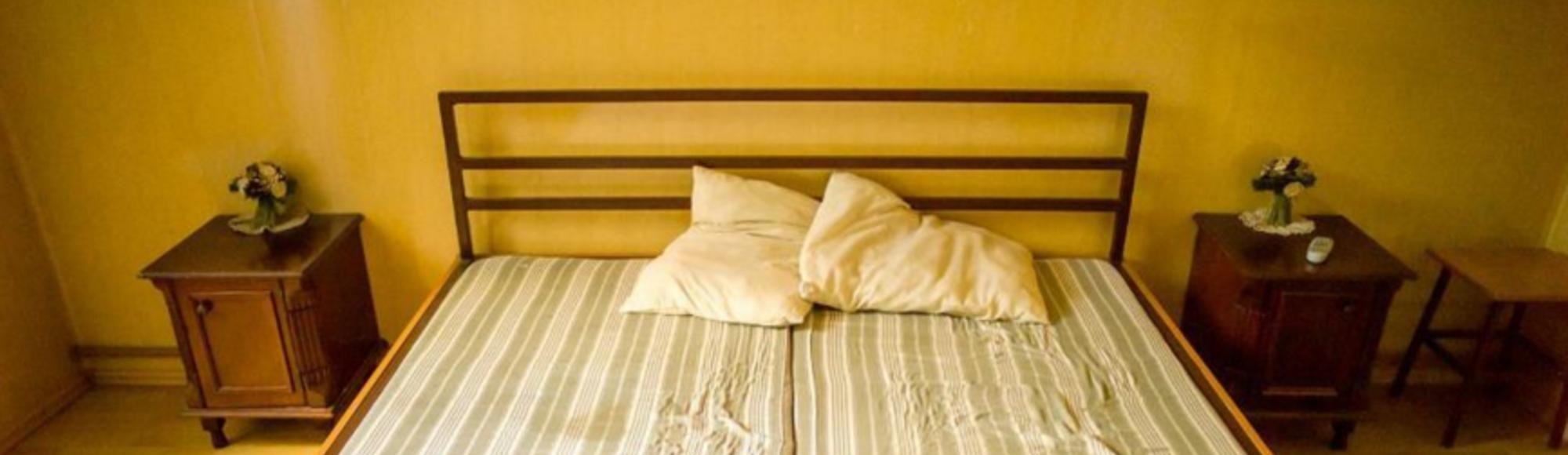 Fotografias dos quartos para visitas conjugais das prisões romenas