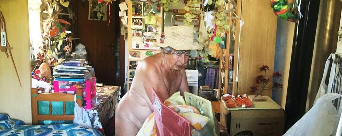 Con 74 años lo dejé todo para irme a vivir desnuda