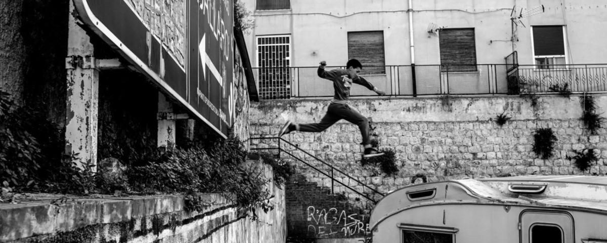 Foto dei quartieri popolari di Palermo e dei ragazzini che ci abitano