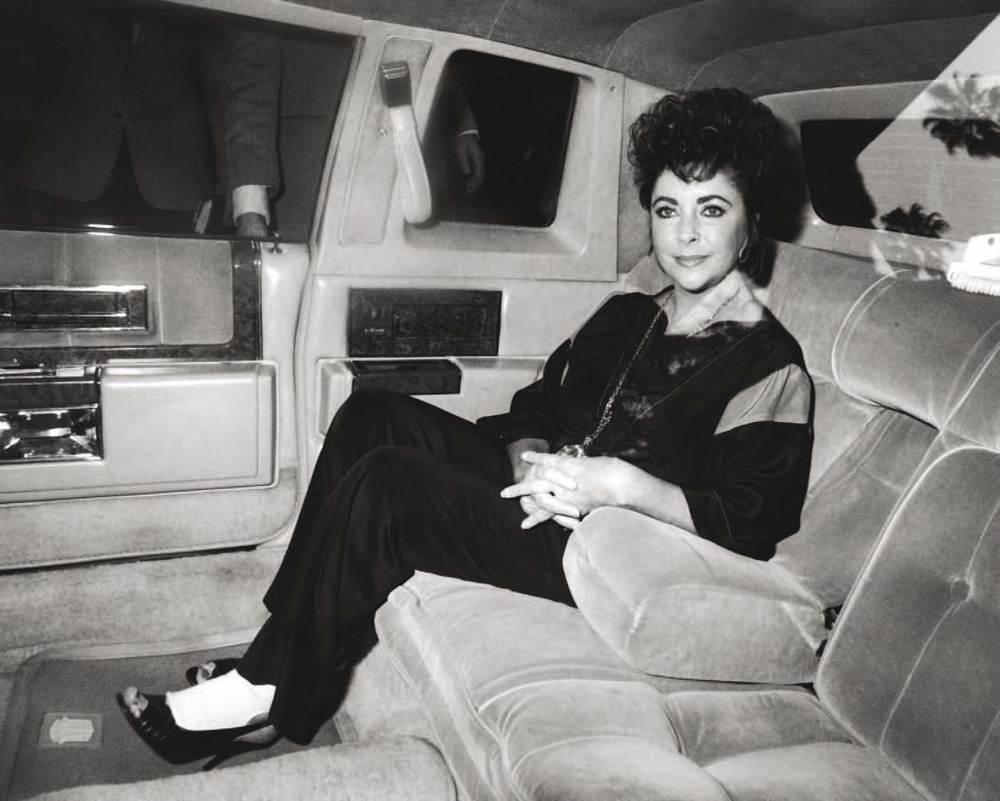 Elizabeth Taylor having a brief moment of privacy before attending a performance of Private Lives at the Lunt-Fontanne Theatre in New York in 1983.