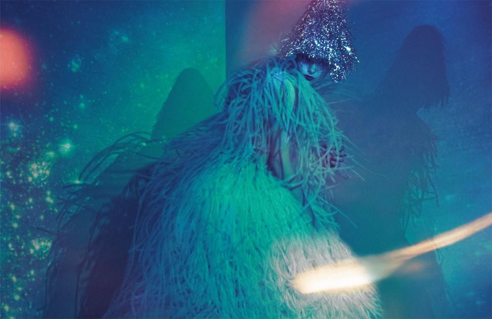 Kleid von Lever Couture, Brille von Lorand Lajos