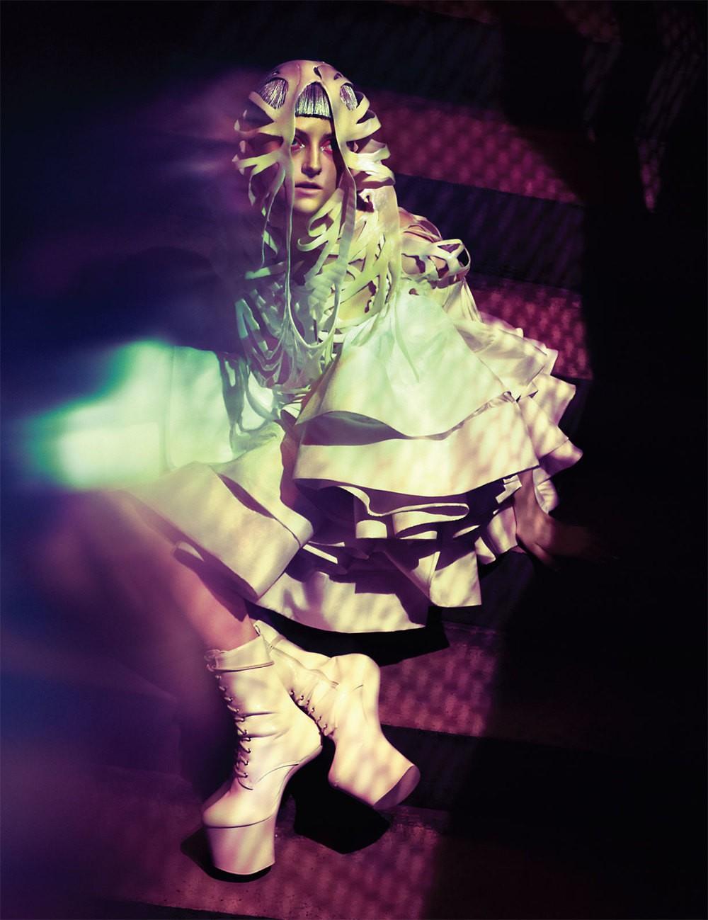 Headpiece von Seelenkleid, Kleid von Lever Couture, Schuhe der Stylistin