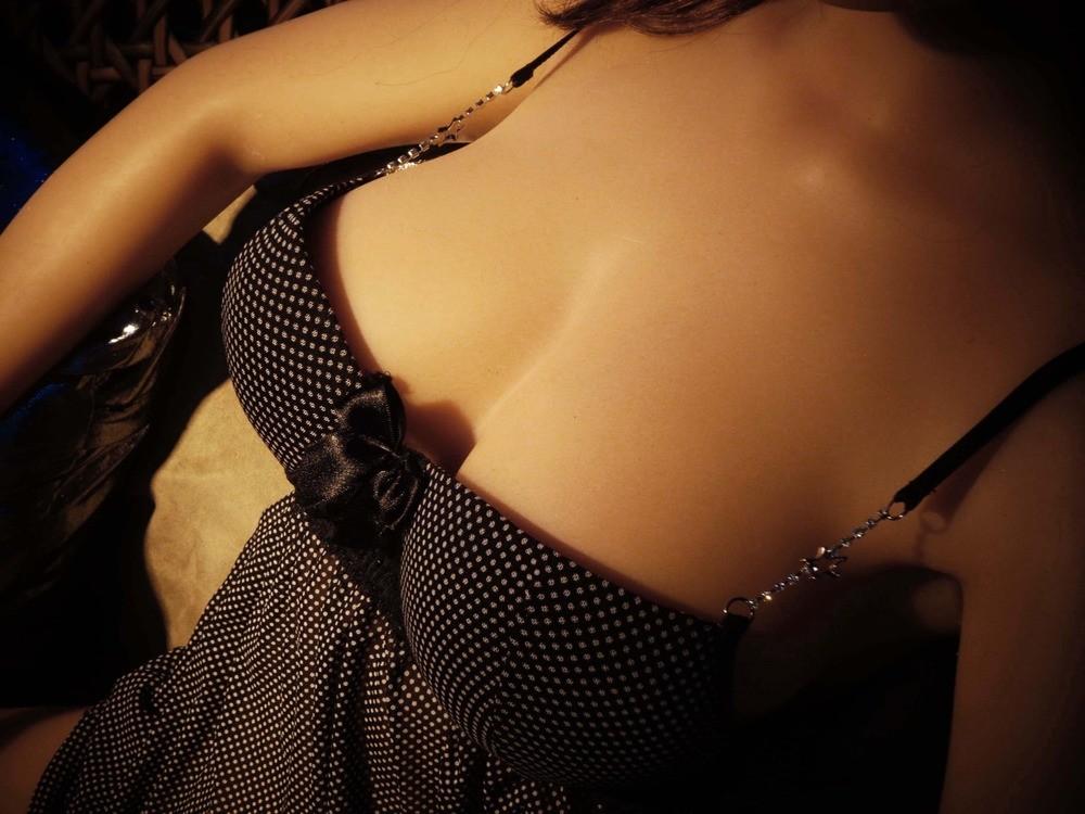 O colo da Valetina excita qualquer um (que curta seres inanimados).