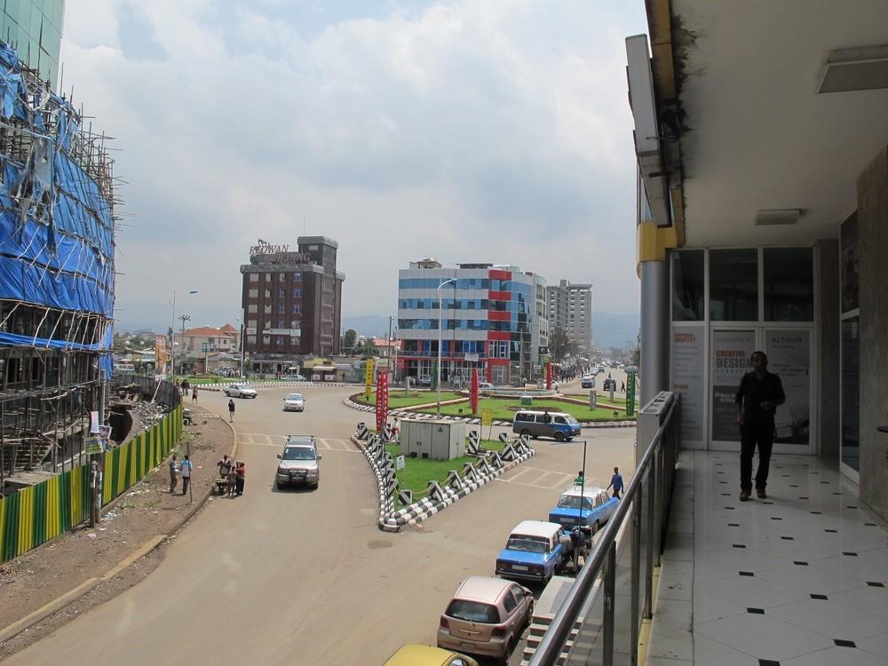 """Στιγμιότυπο από μια """"πλούσια"""" γειτονιά της Αντίς Αμπέμπα."""