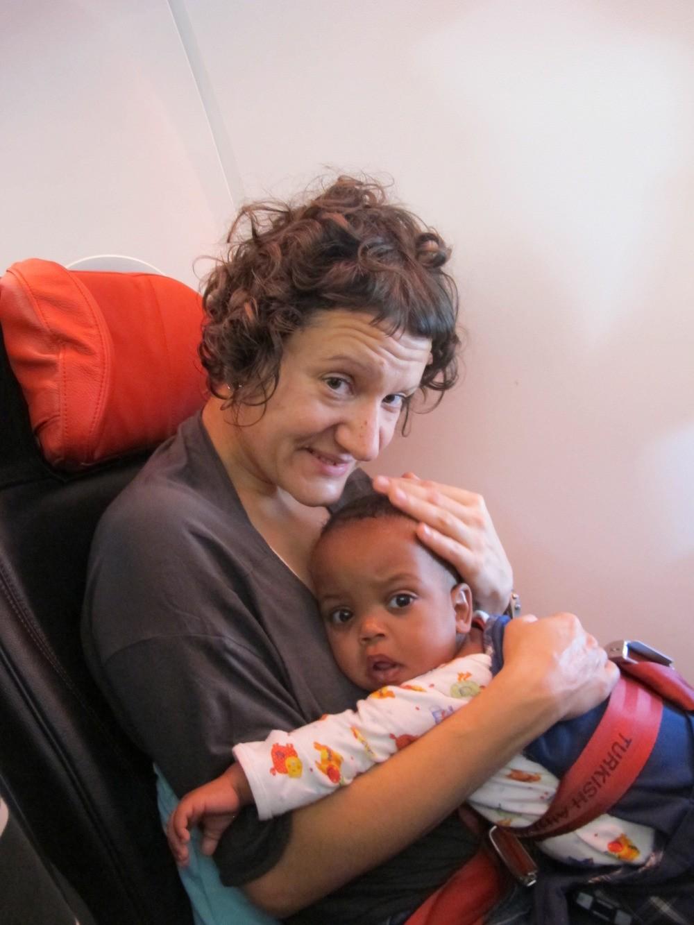 Στο αεροπλάνο του ερχομού στην Ελλάδα.