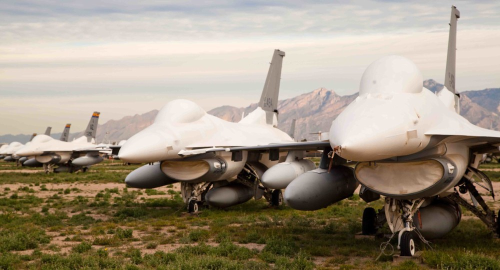 F-16s armazenados.