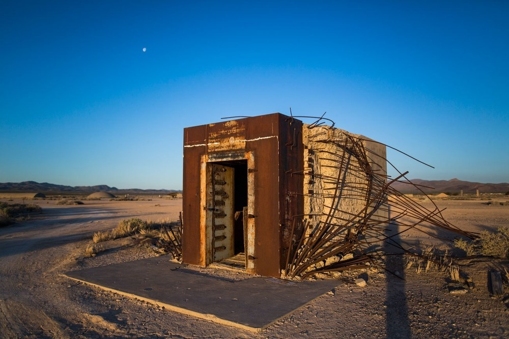 Το τραπεζικό θησαυροφυλάκιο Mosler, το οποίο κατασκευάστηκε για να εξεταστούν οι συνέπειες των πυρηνικών όπλων στα αστικά οικοδομήματα, επέζησε μιας έκρηξης 37 κιλοτόνων το 1967, στο Nevada National Security Site. Μετά την έκρηξη, εργάτες αφαίρεσαν την πόρτα του θησαυροφυλακίου και βρήκαν ότι τα χρήματα μέσα σε αυτό ήταν άθικτα.