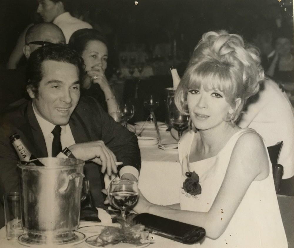Με την καλλονή δεύτερη σύζυγό του, Ρίτα Κάντιλακ, διάσημη στριπτιζέζ. Είχε έρθει στην Ελλάδα το 1963 για την ταινία «Αυτό το Κάτι Άλλο», όπου τραγουδούσε και χόρευε με τον Βαγγέλη Σειληνό. Ήταν αντικείμενο πόθου σε όλο τον κόσμο, αλλά εκείνη ερωτεύτηκε παράφορα τον γκρικ λάβερ Μουτσάτσο. Απέκτησαν μαζί μία κόρη.